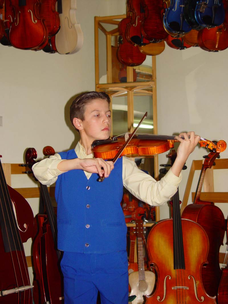 College Student Beginning Violin Lessons in Need of a Beginner's Violin